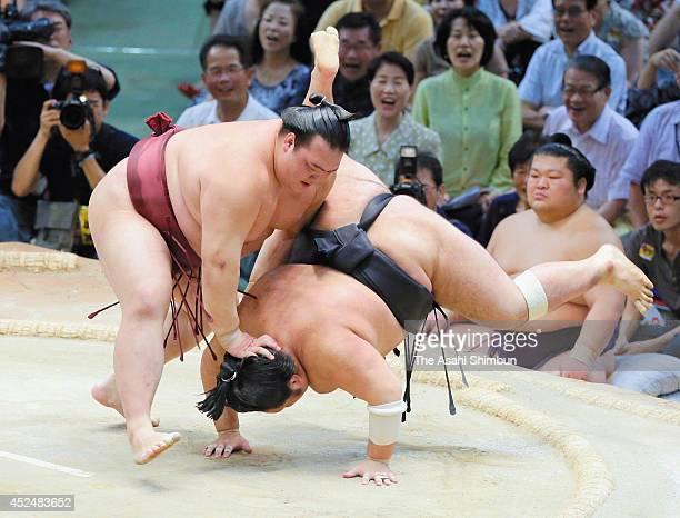 Ozeki Kisenosato pushes down Chiyootori to win during day nine of the Grand Sumo Nagoya Tournament at Aichi Prefecture Gymnasium on July 21 2014 in...