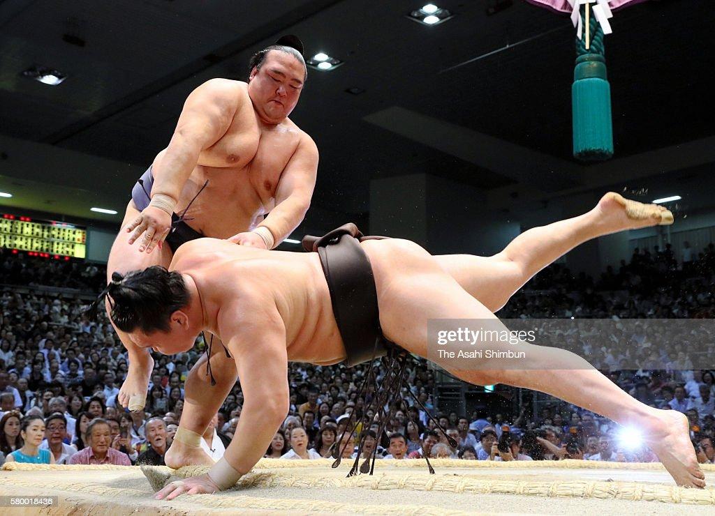 Grand Sumo Nagoya Tournament - Day 14