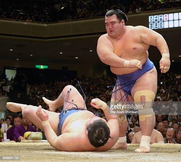 Ozeki Kotoshogiku throws Goeido to win the tournament during day fifteen of the Grand Sumo New Year Tournament at Ryogoku Kokugikan on January 24...