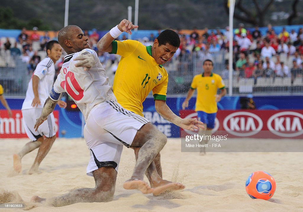 Ozu Moreira of Brazil battles with Datinha of Brazil during the FIFA Beach Soccer World Cup Tahiti 2013 Quarter Final match between Brazil and Japan at the Tahua To'ata Stadium on September 25, 2013 in Papeete, French Polynesia.