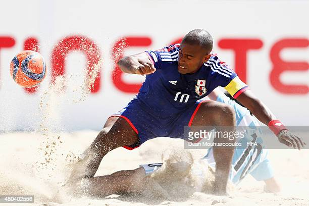 Ozu Moreira of Japan battles for the ball with Federico Hilaire of Argentina during the Group A FIFA Beach Soccer World Cup match between Japan and...