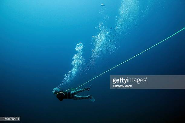 Pa aling diver breathes from compressed air tube