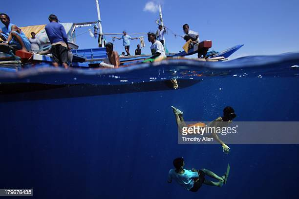 Pa aling divers swim in the South China Sea