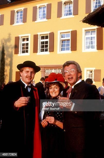 Paar in SchwarzwaldTracht Dieter Thomas Heck Schlossfest 1986 am im Schloß Aubach bei BadenBaden Deutschland