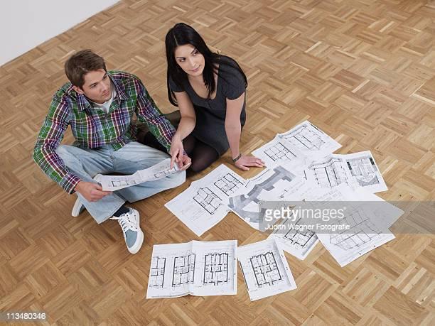 Paar plant Umbau mit Grundrissen