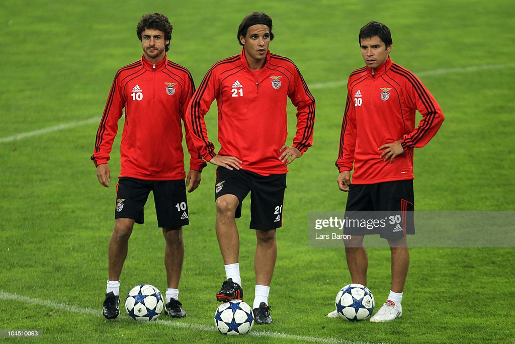 Pablo Aimar, Nuno Gomez and Javier Saviola are seen during a SL Benfica training session ahead of the UEFA Champions League match against FC Schalke 04 at Veltins Arena on September 28, 2010 in Gelsenkirchen, Germany.