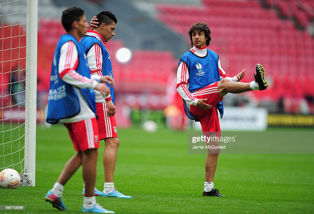 <a gi-track='captionPersonalityLinkClicked' href=/galleries/search?phrase=Pablo+Aimar&family=editorial&specificpeople=216627 ng-click='$event.stopPropagation()'>Pablo Aimar</a> of Benfica stretches during an SL Benfica training session ahead of the UEFA Europa League Final match against Chelsea at the Amsterdam Arena on May 14, 2013 in Amsterdam, Netherlands.