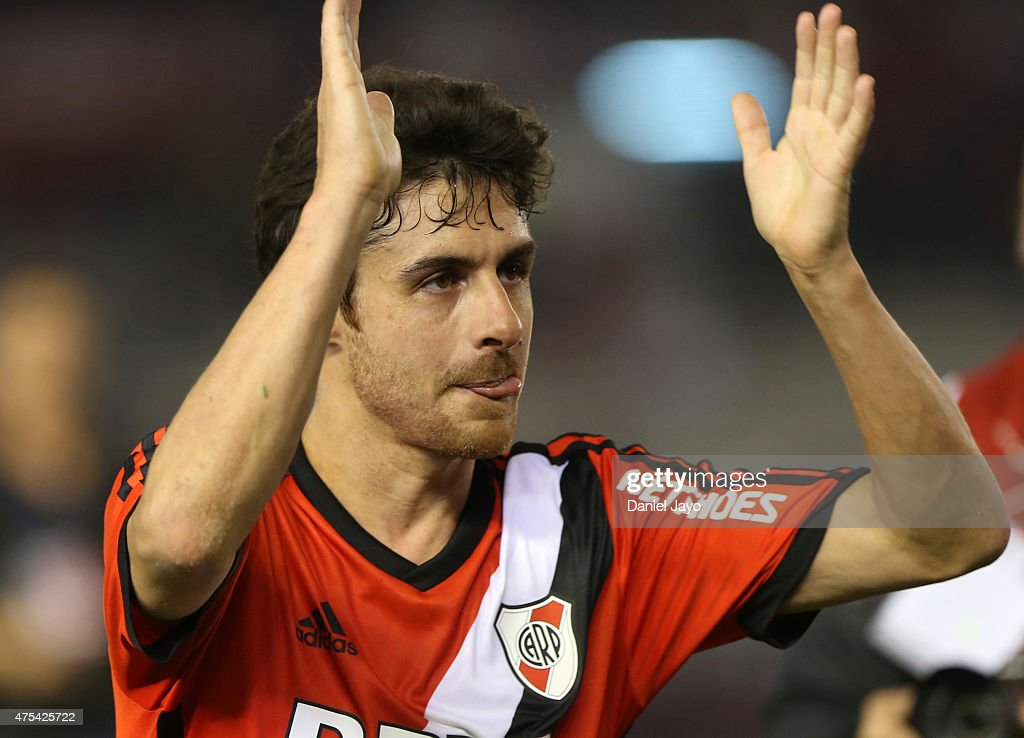 <a gi-track='captionPersonalityLinkClicked' href=/galleries/search?phrase=Pablo+Aimar&family=editorial&specificpeople=216627 ng-click='$event.stopPropagation()'>Pablo Aimar</a> of River Plate greets fans after a match between River Plate and Rosario Central as part of 14th round of Torneo Primera Division 2015 at Antonio Vespucio Liberti Stadium on May 31, 2015 in Buenos Aires, Argentina.