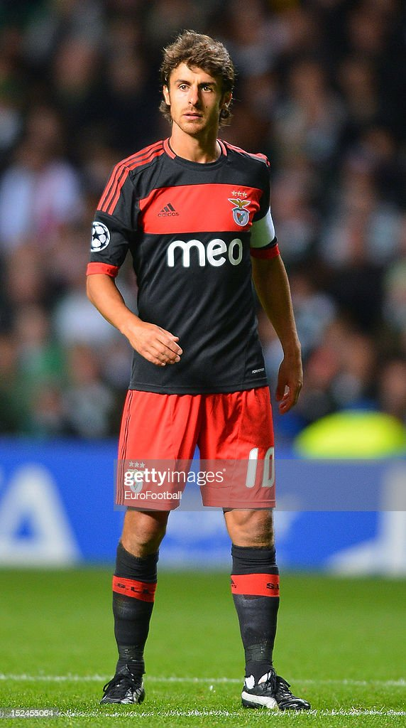 <a gi-track='captionPersonalityLinkClicked' href=/galleries/search?phrase=Pablo+Aimar&family=editorial&specificpeople=216627 ng-click='$event.stopPropagation()'>Pablo Aimar</a> of SL Benfica during the UEFA Champions League group stage match between Celtic FC and SL Benfica on September 19, 2012 at Celtic Park in Glasgow, Scotland.