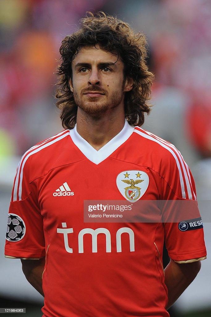 <a gi-track='captionPersonalityLinkClicked' href=/galleries/search?phrase=Pablo+Aimar&family=editorial&specificpeople=216627 ng-click='$event.stopPropagation()'>Pablo Aimar</a> of SL Benfica looks on prior to the UEFA Champions League play-off second leg match between SL Benfica and FC Twente at Estadio da Luz on August 24, 2011 in Lisbon, Portugal.