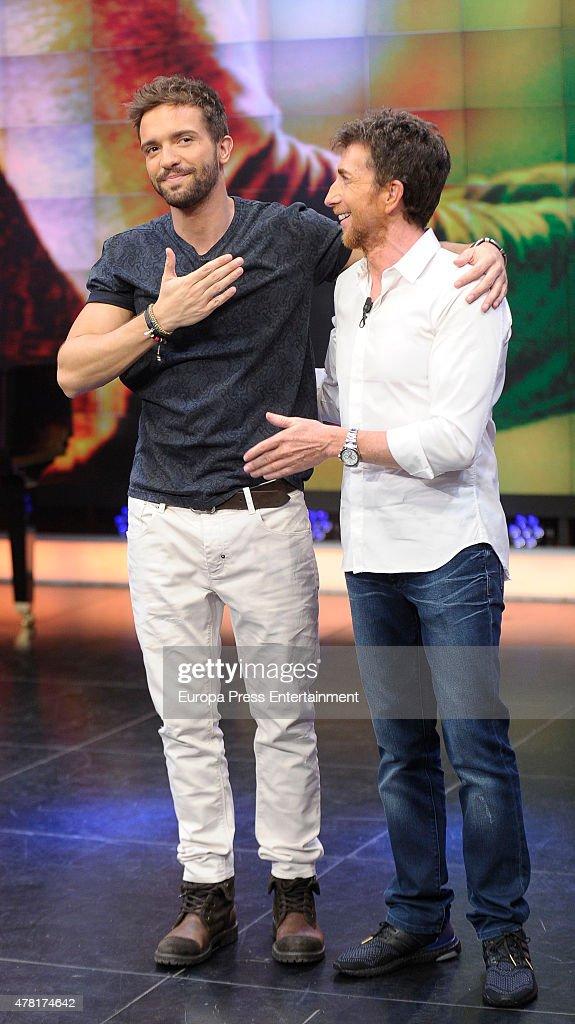 ¿Cuánto mide Pablo Alborán? - Estatura real: 1,74 - Real height Pablo-alboran-and-pablo-motos-attend-el-hormiguero-tv-show-on-june-9-picture-id478174642