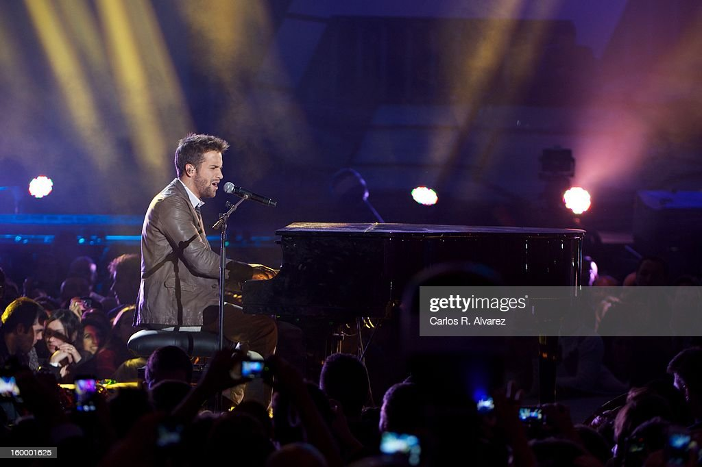 <a gi-track='captionPersonalityLinkClicked' href=/galleries/search?phrase=Pablo+Alboran&family=editorial&specificpeople=7512466 ng-click='$event.stopPropagation()'>Pablo Alboran</a> performs on stage during '40 Principales Awards' 2012 at Palacio de los Deportes on January 24, 2013 in Madrid, Spain.