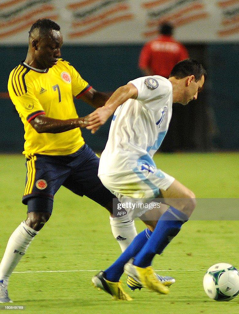 Pablo Aritero #7 of Colombia (L) vies for the ball against Mario Pata #18 of Guatemala (R) at Sun Life Stadium on February 6, 2013 in Miami, Florida. AFP PHOTO / Gaston de Cardenas