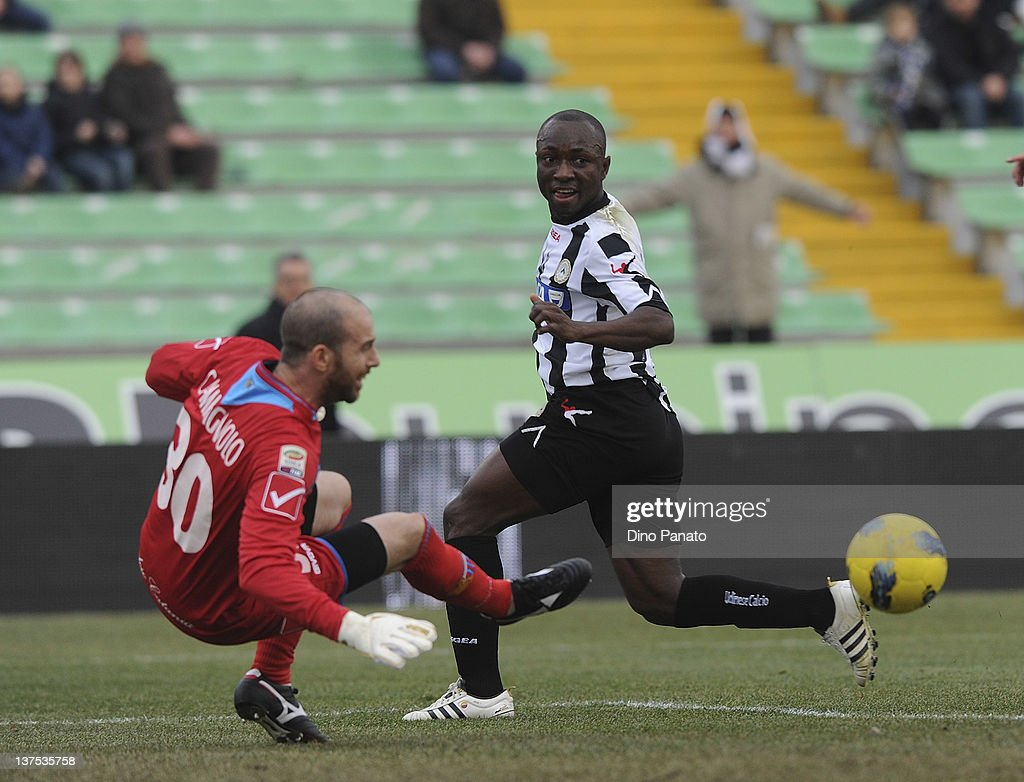 Pablo Armero of Udinese scores the opening goal during the Serie A match between Udinese Calcio and Catania Calcio at Stadio Friuli on January 22...