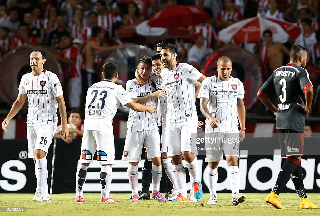 Pablo Barrientos of San Lorenzo celebrates with his teammates after scoring the second goal of his team during a match between Estudiantes and San Lorenzo as part of fourth round of Torneo Primera Division 2015 at Ciudad de La Plata Stadium on March 09, 2015 in La Plata, Argentina.
