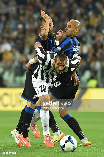 Pablo Daniel Osvaldo of Juventus is challenged by Yohan Benalouane and Carlos Carmona of Atalanta BC during the Serie A match between Juventus and...