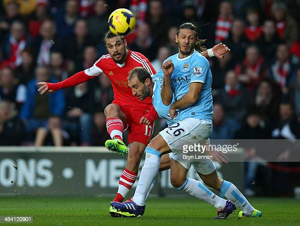 Pablo Daniel Osvaldo of Southampton shoots to score the equalising goal during the Barclays Premier League match between Southampton and Manchester...