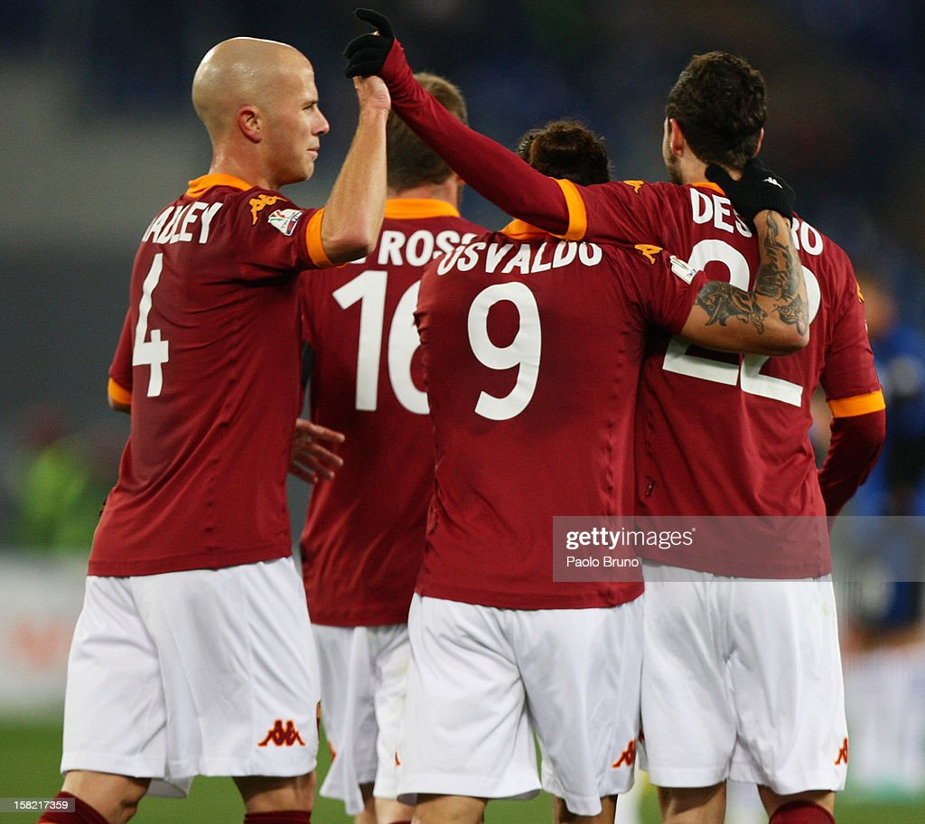 Pablo Daniel Osvaldo #9 with his teammates of AS Roma celebrate after scoring his second team's goal during the TIM Cup match between AS Roma and Atalanta BC at Olimpico Stadium on December 11, 2012 in Rome, Italy.