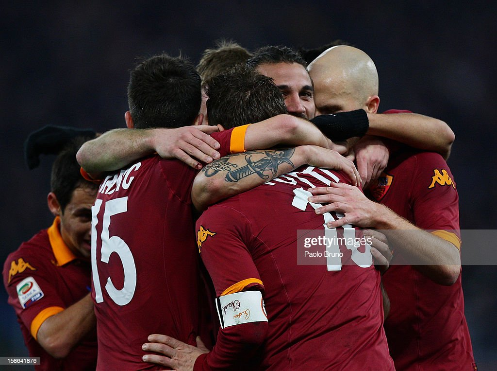 Pablo Daniel Osvaldo (C) with his teammates of AS Roma celebrates after scoring the second team's goal during the Serie A match between AS Roma and AC Milan at Stadio Olimpico on December 22, 2012 in Rome, Italy.