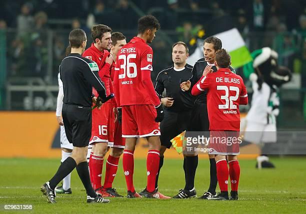 Pablo de Blasis of Mainz and Aaron Seydel refeere Robert Hartmann looks on during the Bundesliga match between Borussia Moenchengladbach and 1FSV...