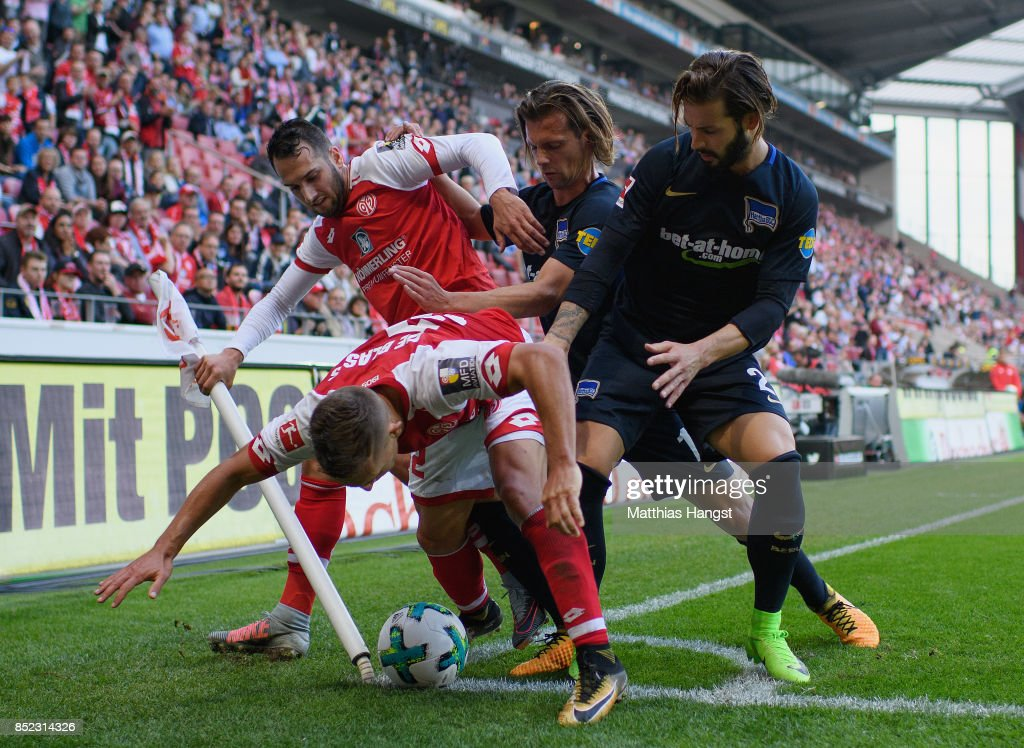 Pablo de Blasis of Mainz defends the ball against Valentin Stocker of Berlin and Marvin Plattenhardt of Berlin during the Bundesliga match between 1. FSV Mainz 05 and Hertha BSC at Opel Arena on September 23, 2017 in Mainz, Germany.