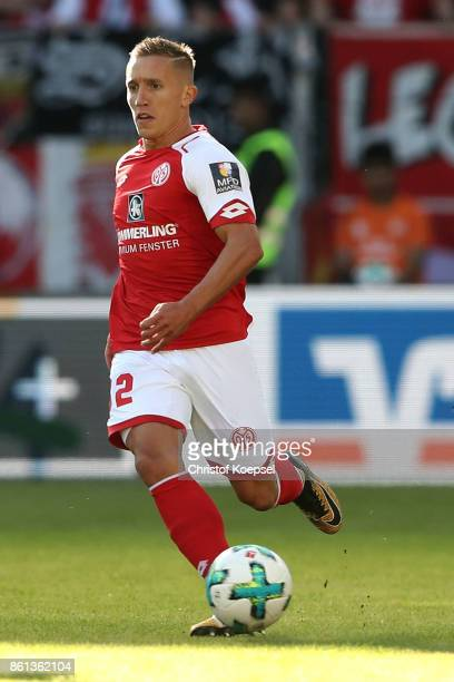 Pablo de Blasis of Mainz runs with the ball during the Bundesliga match between 1 FSV Mainz 05 and Hamburger SV at Opel Arena on October 14 2017 in...