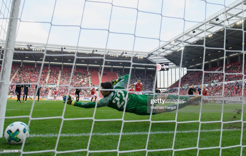Pablo de Blasis of Mainz scores his team's first goal by penalty against goalkeeper Rune Jarstein of Berlin during the Bundesliga match between 1. FSV Mainz 05 and Hertha BSC at Opel Arena on September 23, 2017 in Mainz, Germany.