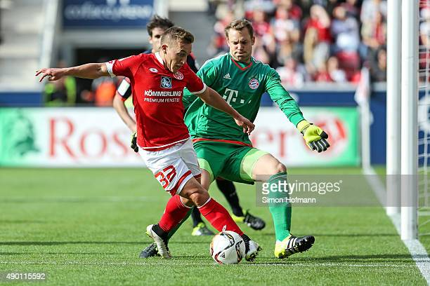 Pablo de Blasis of Mainz tries to score against goalkeeper Manuel Neuer of Muenchen during the Bundesliga match between 1 FSV Mainz 05 and FC Bayern...