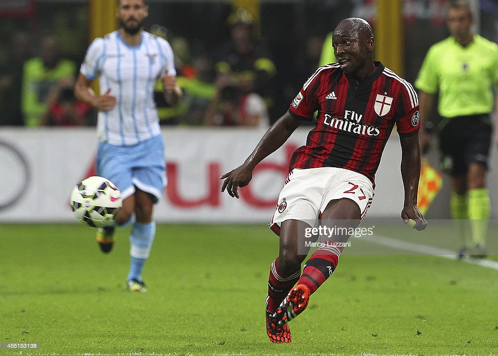 Pablo Estifer Armero of AC Milan kicks a ball during the Serie A match between AC Milan and SS Lazio at Stadio Giuseppe Meazza on August 31, 2014 in Milan, Italy.