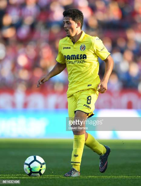Pablo Fornals of Villarreal CF runs with the ball during the La Liga match between Girona and Villarreal at Estadi de Montilivi on October 15 2017 in...