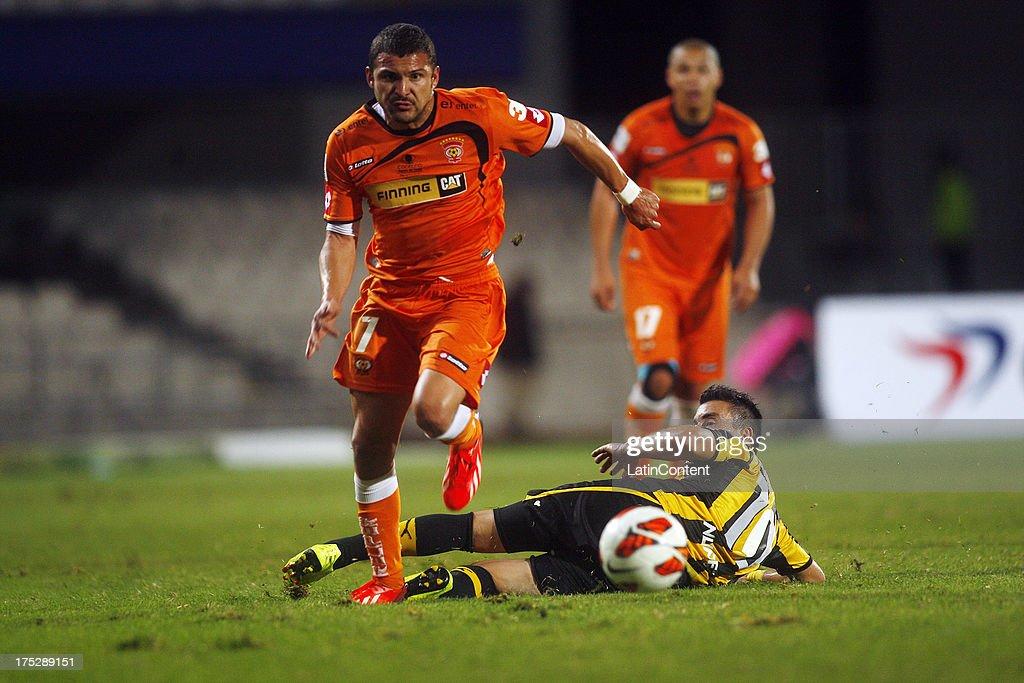 Pablo Gonz‡lez of Cobreloa struggles for the ball with Jorge Rodriguez of Pe–ñarol during a match between Cobreloa and Pe–ñarol as part of the Copa...