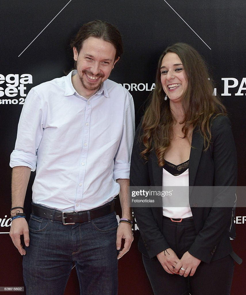 Pablo Iglesias (L) attends the El Pais 40th anniversary dinner and 'Ortega y Gasset' awards ceremony at the Palacio de Cibeles on May 5, 2016 in Madrid, Spain.