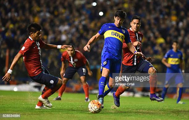 Pablo Javier Perez of Boca Juniors drives the ball during a second leg match between Boca Juniors and Cerro Porteno as part of round of sixteen of...
