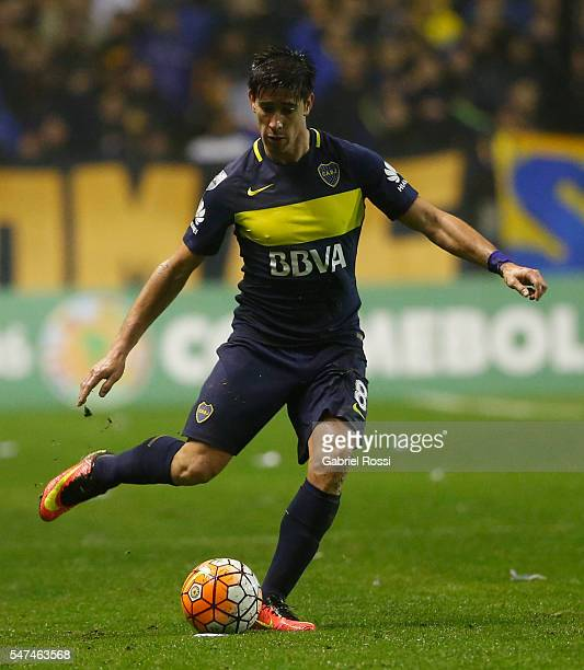 Pablo Javier Perez of Boca Juniors drives the ball during a second leg match between Boca Juniors and Independiente del Valle as part of semifinals...