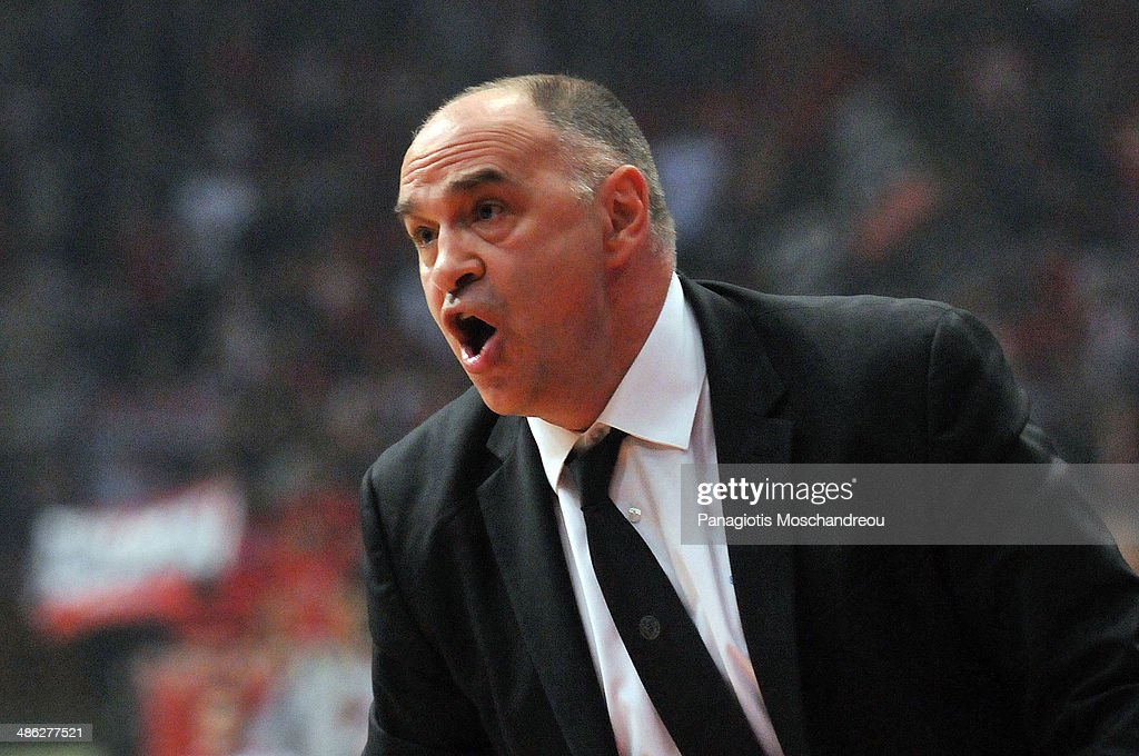 <a gi-track='captionPersonalityLinkClicked' href=/galleries/search?phrase=Pablo+Laso&family=editorial&specificpeople=8393239 ng-click='$event.stopPropagation()'>Pablo Laso</a>, Head Coach of Real Madrid reacts during the Turkish Airlines Euroleague Basketball Play Off Game 4 between Olympiacos Piraeus v Real Madrid at Peace and Friendship Stadium on April 23, 2014 in Athens, Greece.