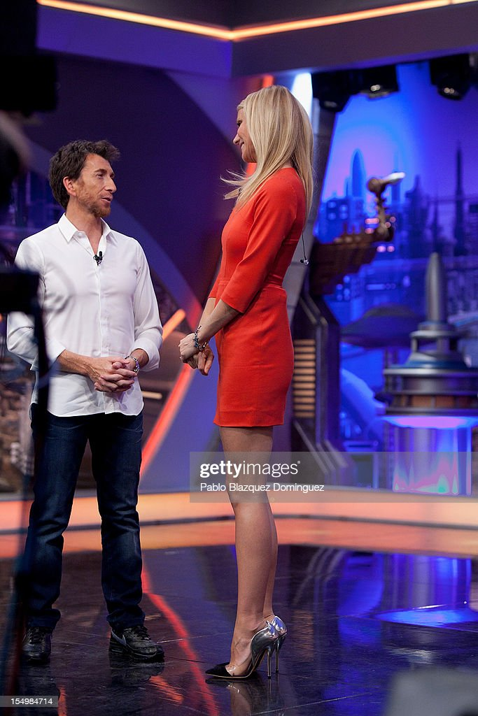 <a gi-track='captionPersonalityLinkClicked' href=/galleries/search?phrase=Pablo+Motos&family=editorial&specificpeople=6560001 ng-click='$event.stopPropagation()'>Pablo Motos</a> and actress <a gi-track='captionPersonalityLinkClicked' href=/galleries/search?phrase=Gwyneth+Paltrow&family=editorial&specificpeople=171431 ng-click='$event.stopPropagation()'>Gwyneth Paltrow</a> attends 'El Hormiguero' Tv Show at Vertice Studios on October 29, 2012 in Madrid, Spain.