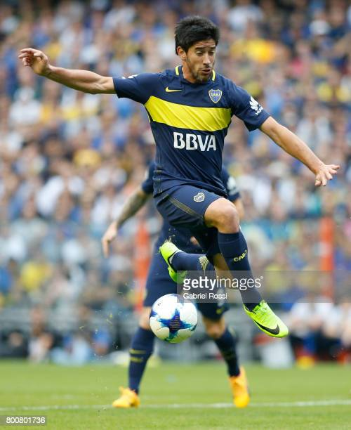 Pablo Perez of Boca Juniors controls the ball during a match between Boca Juniors and Union as part of Torneo Primera Division 2016/17 at Alberto J...