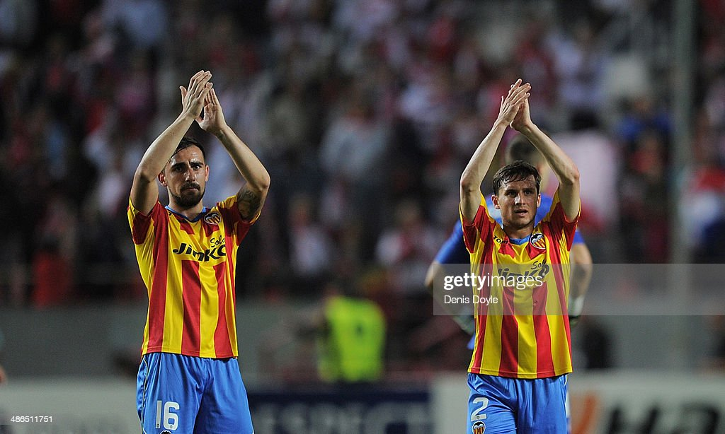 <a gi-track='captionPersonalityLinkClicked' href=/galleries/search?phrase=Pablo+Piatti&family=editorial&specificpeople=4406769 ng-click='$event.stopPropagation()'>Pablo Piatti</a> (R) and Paco Alcacer of Valencia CF applaud their fans after losing 2-0 to Sevilla FC in the UEFA Europa League Semi Final first leg match between Sevilla FC and Valencia CF at Estadio Ramon Sanchez Pizjuan on April 24, 2014 in Seville, Spain.