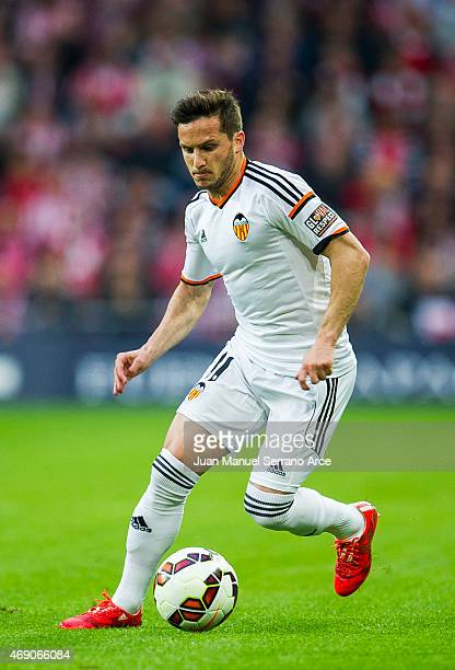 Pablo Piatti of Valencia CF controls the ball during the La Liga match between Athletic Club Bilbao and Valencia CF at San Mames Stadium on April 9...