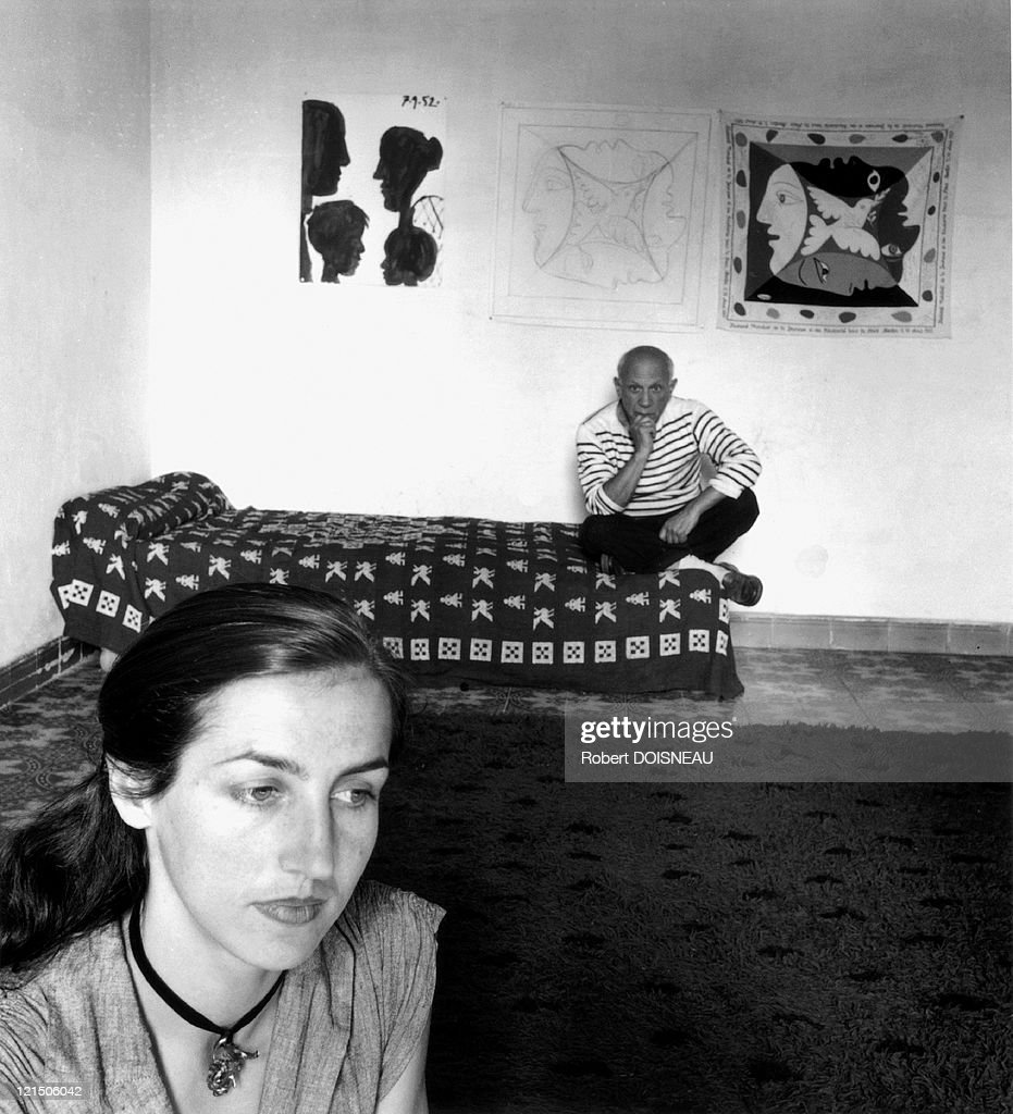 <a gi-track='captionPersonalityLinkClicked' href=/galleries/search?phrase=Pablo+Picasso&family=editorial&specificpeople=85469 ng-click='$event.stopPropagation()'>Pablo Picasso</a> And His Wife Francoise Gilot, Vallauris