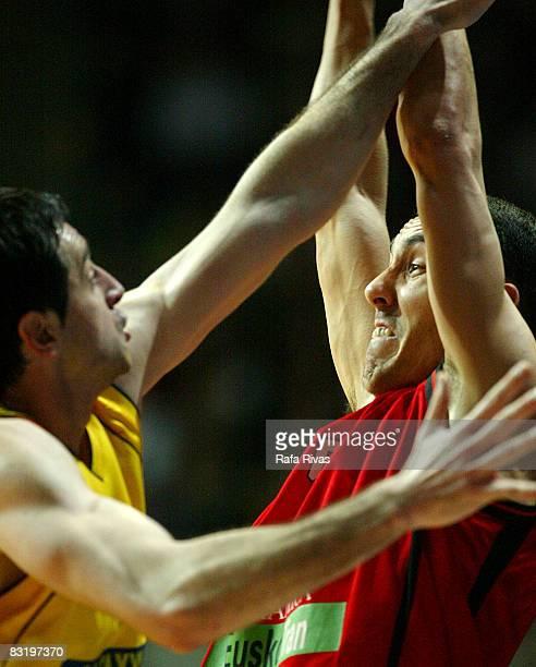 Pablo Prigioni of TAU Ceramica in action during the Euroleague Basketball Top 16 Game 5 between Tau Ceramica and Aris TT Bank at the Fernando Buesa...