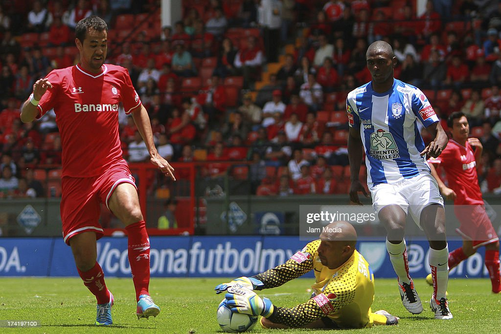 Pablo Velazquez (L) of Toluca struggles for the ball with <a gi-track='captionPersonalityLinkClicked' href=/galleries/search?phrase=Oscar+Perez&family=editorial&specificpeople=2373819 ng-click='$event.stopPropagation()'>Oscar Perez</a> (L) of Pachuca during the match between Toluca and Pachuca as part of the Apertura 2013 Liga Bancomer MX at Nemesio Diez Stadium on july 21, 2013 in Toluca, Mexico.
