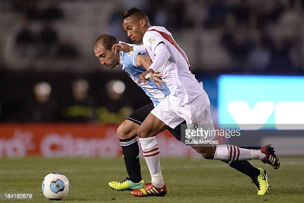 Pablo Zabaleta of Argentina vies for the ball with Andre Carrillo of Peru during a match between Argentina and Peru as part of the 17th round of the...