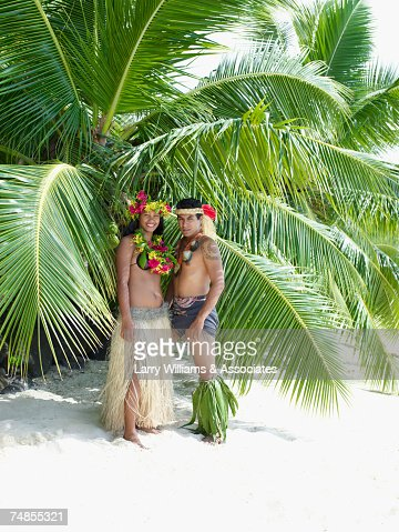 Pacific Islander couple in traditional dress on beach : Stock Photo