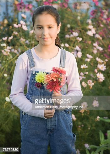 Pacific Islander girl holding wildflowers : Stockfoto