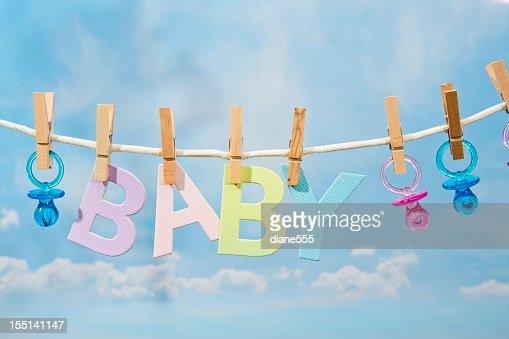 Pacifiers とベビー文字に飾る物干しロープ