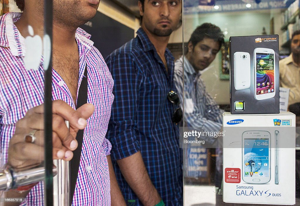 A packaged Micromax Informatics Ltd. Canvas 2 smartphone is displayed on top of a packaged Samsung Electronics Co. S III smartphone at a wholesale mobile outlet at Gaffar Market in New Delhi, India, on Tuesday, April 9, 2013. Apple Inc. and Samsung Electronics Co. are being outpaced in the fast-growing Indian smartphone market by aggressive local competitors Micromax and Karbonn Mobiles India Pvt. Ltd. Photographer: Prashanth Vishwanathan/Bloomberg via Getty Images