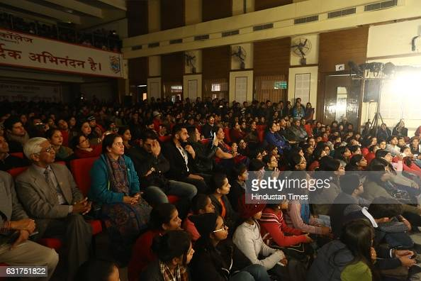 A packed audience applaud Arvind Gaur's play The Last Salute on January 12 2017 in New Delhi India Based on Iraqi journalist Muntadhar AlZaidi's book...
