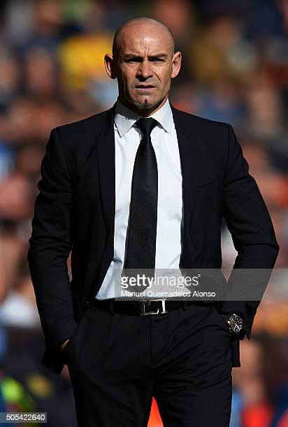 Paco Jemez manager of Rayo Vallecano looks on during the La Liga match between Valencia CF and Rayo Vallecano at Estadi de Mestalla on January 17...