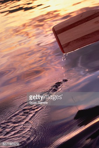Paddling on a calm lake : Stockfoto